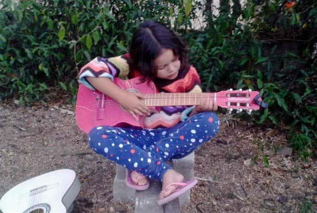 San Pancho guitarra Foto Walter Fehrnann