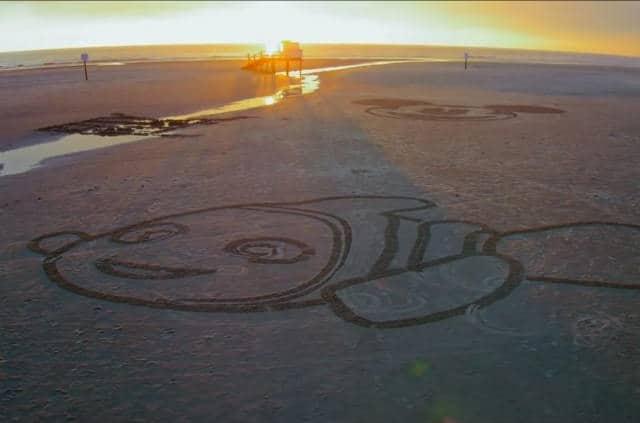¿Qué tal quedó Nemo? Creado por el robot que dibuja en la playa. Foto: Archivo.