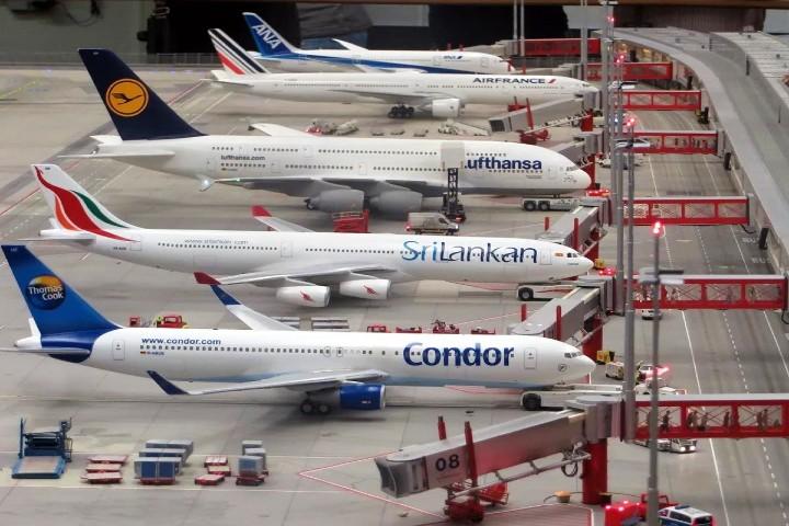 exhibiciones-de-la-mejor-calidad-de-construcció-detallados-aviones-a-escala-foto-ships-and-ports-2