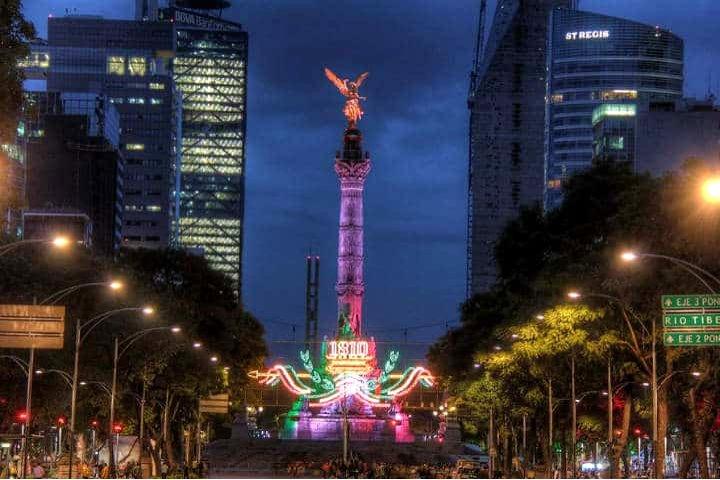 Ángel de la Independencia el día de la independencia. Foto Turismo CDMX.
