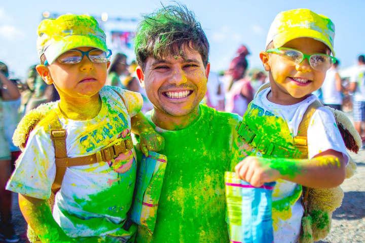 Chicos y grandes pueden disfrutar de esta genial fiesta Foto Happy Holi Portugal – O Festival das Cores