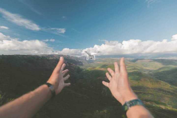 Entrega con drones. Foto: Jakob Owens