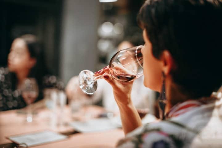 Fue agradable disfrutar de un poco de vino mientras nos preparábamos para esta genial experiencia Foto Helena Lopes