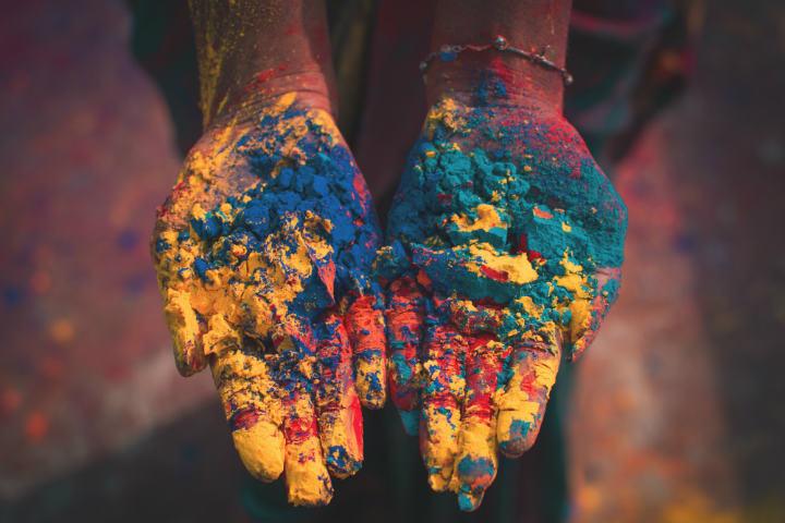 Los Gulal pintan de color el panorama en el Holi Foto Debashis RC Biswas