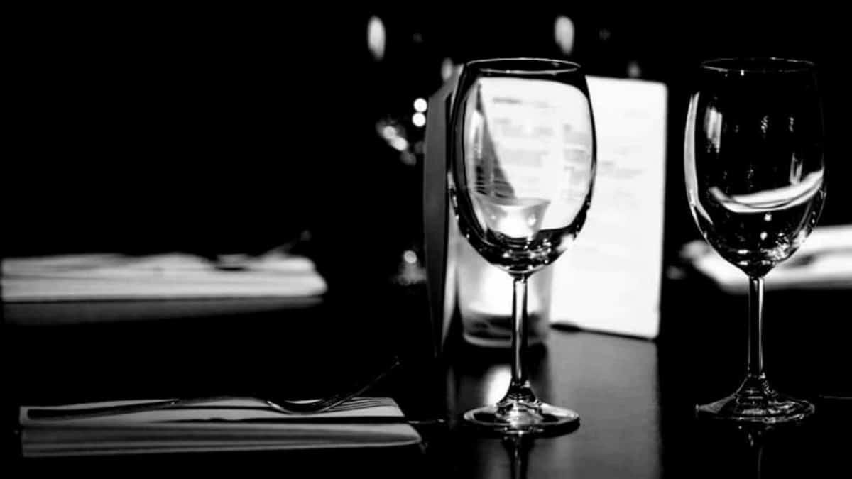 Mi primer cena a ciegas. Una cucharada de realidad con Club Premier Foto Archivo.