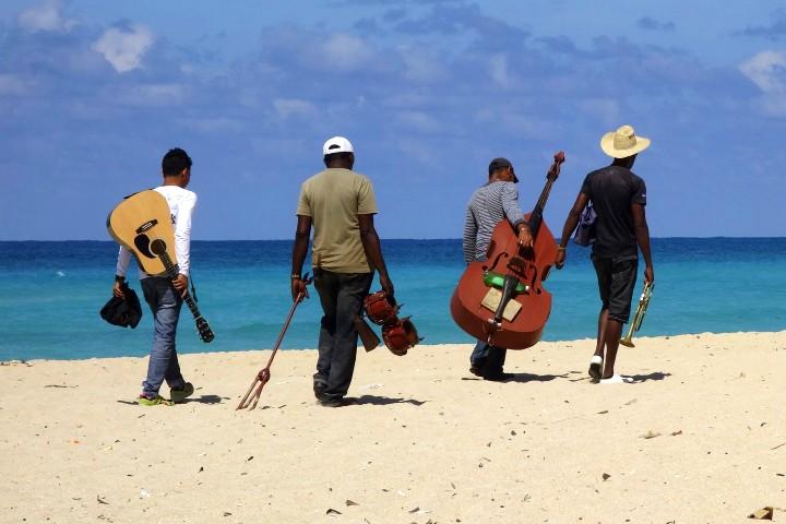 No olvides la música Viva México  Foto Gerhard Lipold.