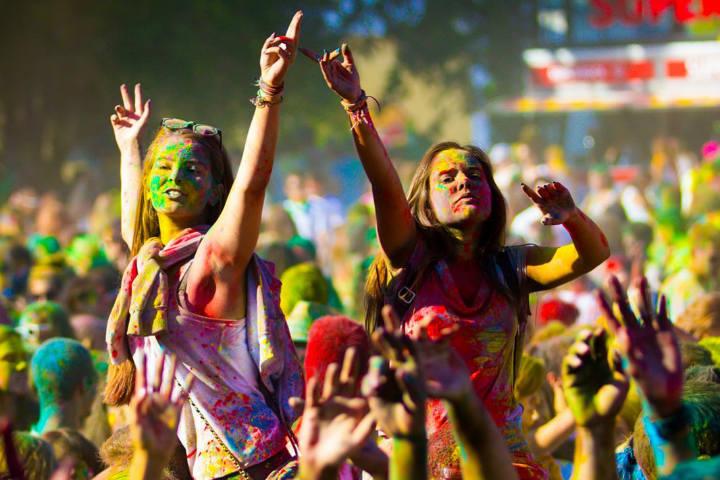 Seguro querrás disfrutar esta fiesta llena de color Foto Happy Holi Portugal – O Festival das Cores