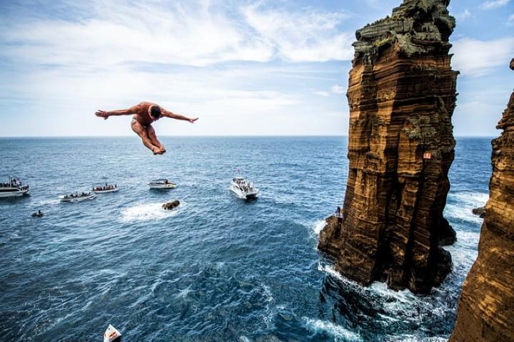 para-saltar-hay-que-tener-preparación-youtuber-que-casi-muere-por-un-clavado-foto-red-bull-2