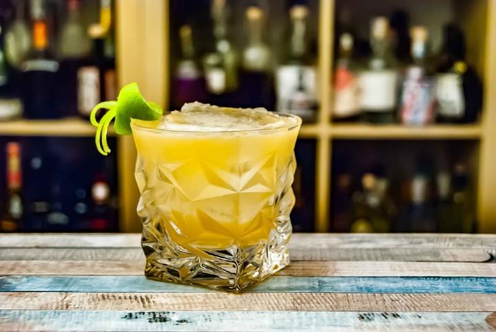 Bebida-refrescante-como-preparar-el-famoso-pisco-sur-foto-archivo-2
