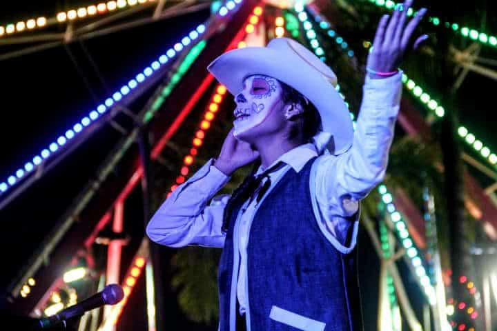 Cada quien le da su toque especial a su caracterización en este Festival de Calaveras en Aguascalientes Foto Archivo