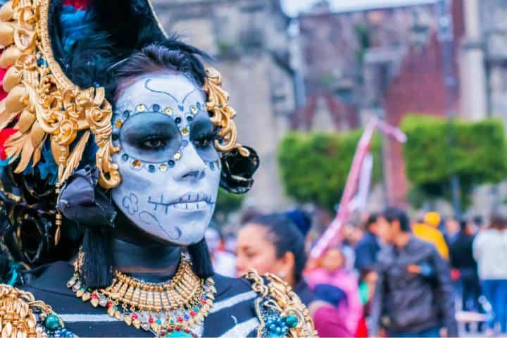 Entre maquillaje y disfraces solemos recordar a nuestros fallecidos Foto Filiberto Santillan
