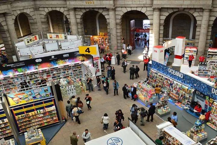 Feria del libro palacio de minería. Foto Archivo.