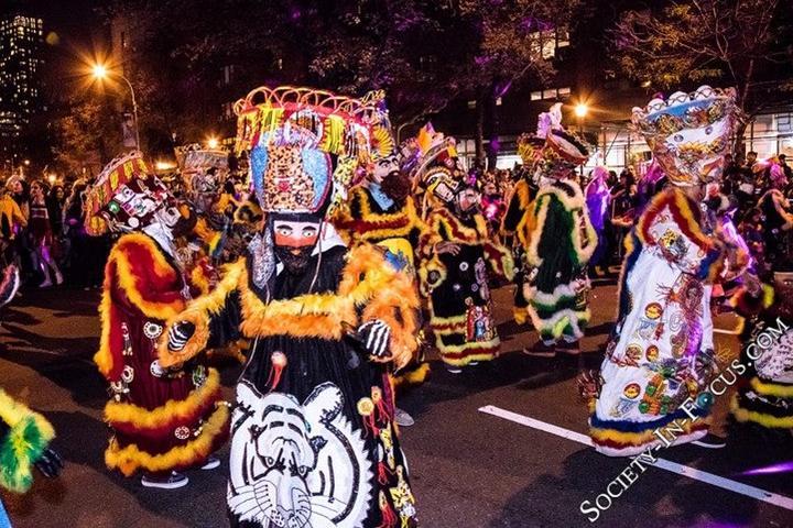 Foto New York's Village Halloween Parade Foto Society in Focus.