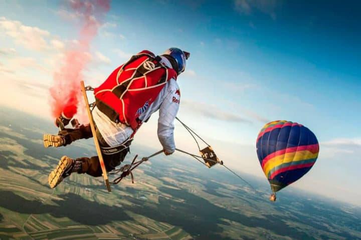 Mira este video de los paracaidistas que lograron balancearse en el columpio más largo del mundo Foto Archivo