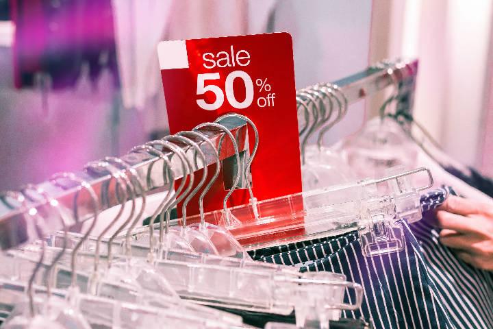 Sale. Foto: Artem Beliaikin