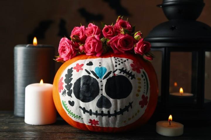 calabaza-maquillaje-calavera-catrina-test-¿día-de-muertos-o-halloween-foto-archivo-1