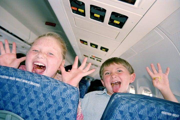 Los-más-divertidos-siempre-serán-los-pequeños-Niños-prueban-comida-en-los-aviones-Foto-El-país-3