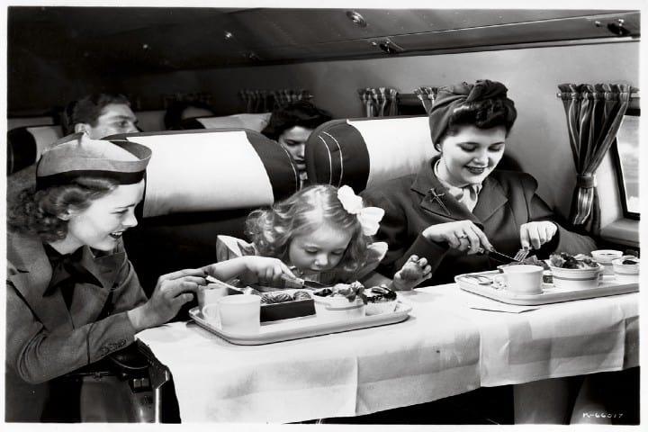 la-comida-en-los-aviones-del-siglo-pasado-foto-traveler-1
