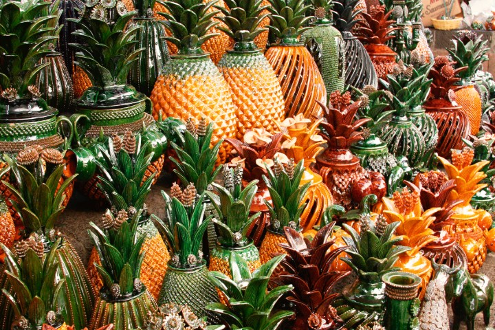 Piñas-de-barro-vidriado-foto-revista-via-mexico