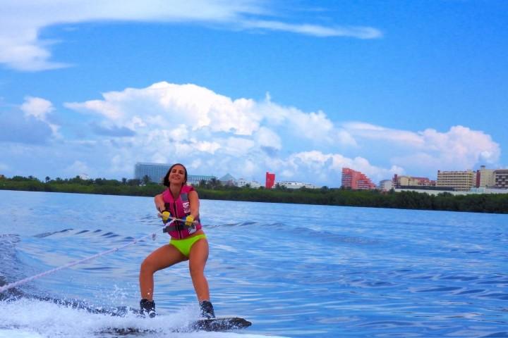 cancun-clases-de-wakeboard-y-esqui-acuatico-foto-el souvenir-1