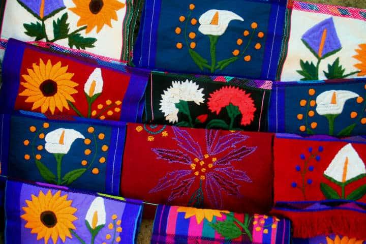 pueblos-artesanales-zinacantan-textiles-gabriel-aguilar