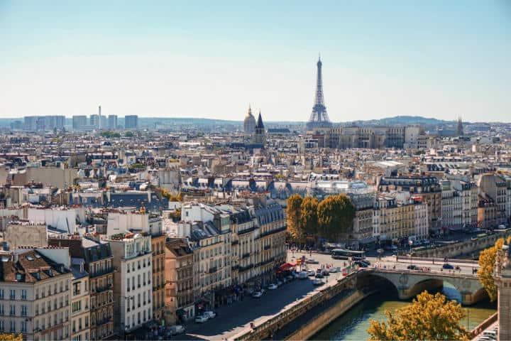 La bella ciudad de París te espera, así que te recomendamos hoteles con vista a la Torre Eiffel para que te hospedes Foto Alexander Kagan