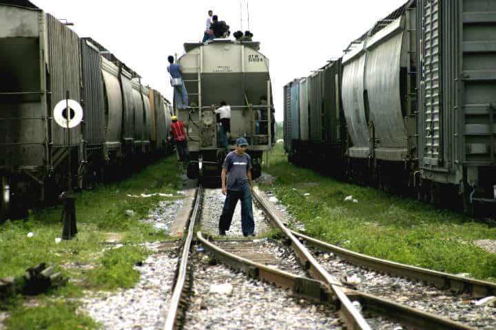 La Bestia, migrante, foto Peter Haden
