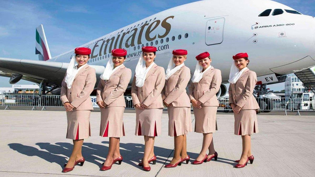 Sobrecargos de Emirates. Foto: enelaire.mx