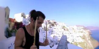 Viajero el mundo es su tambor