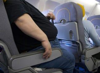 persona sobrepeso avion