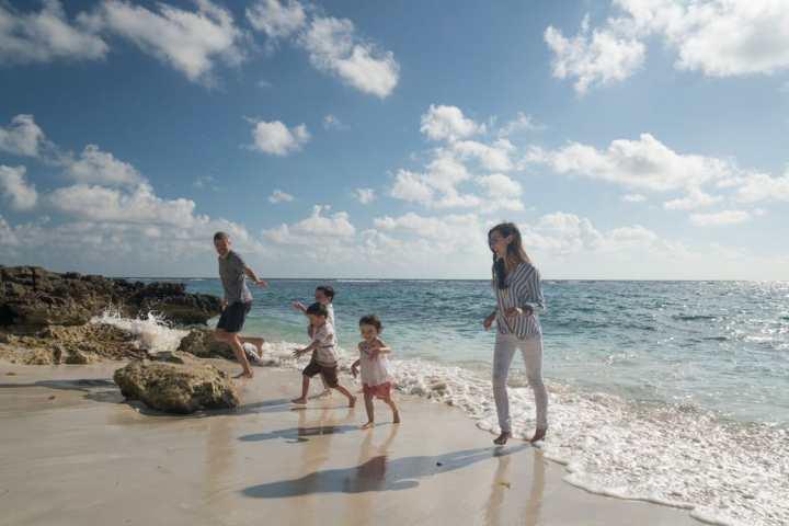 Viaja gratis mientras cuidas niños