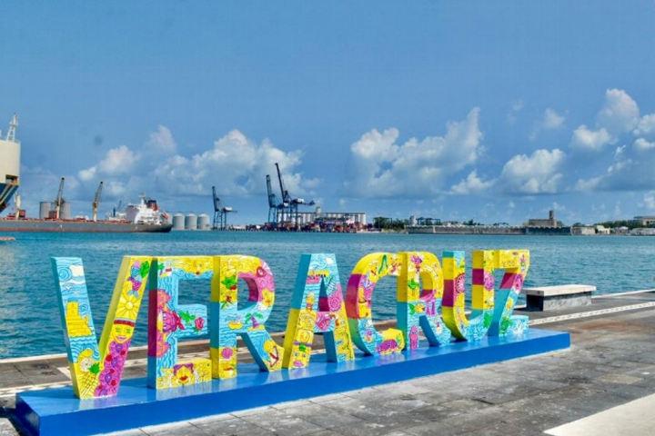 Letras monumentales Veracruz.Foto.Crónica del poder.6