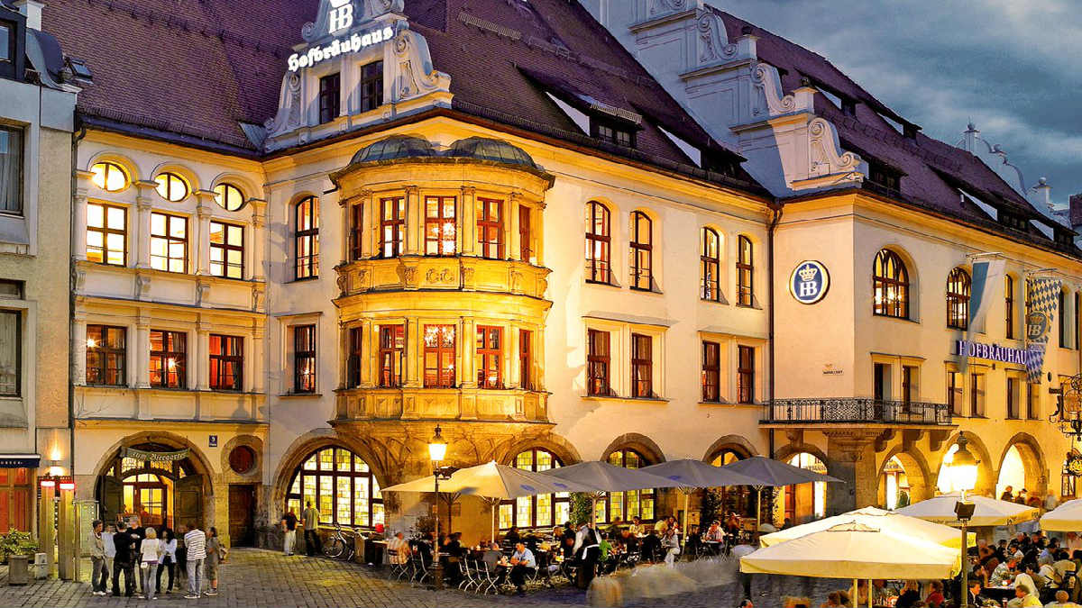 Portada. Cerveceria Hofbrauhaus en Alemania. Foto. Twitter