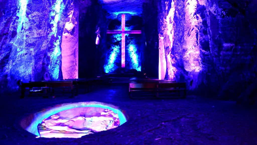 La historia detr s de la impactante catedral de sal de for Fuera de serie bogota empleo
