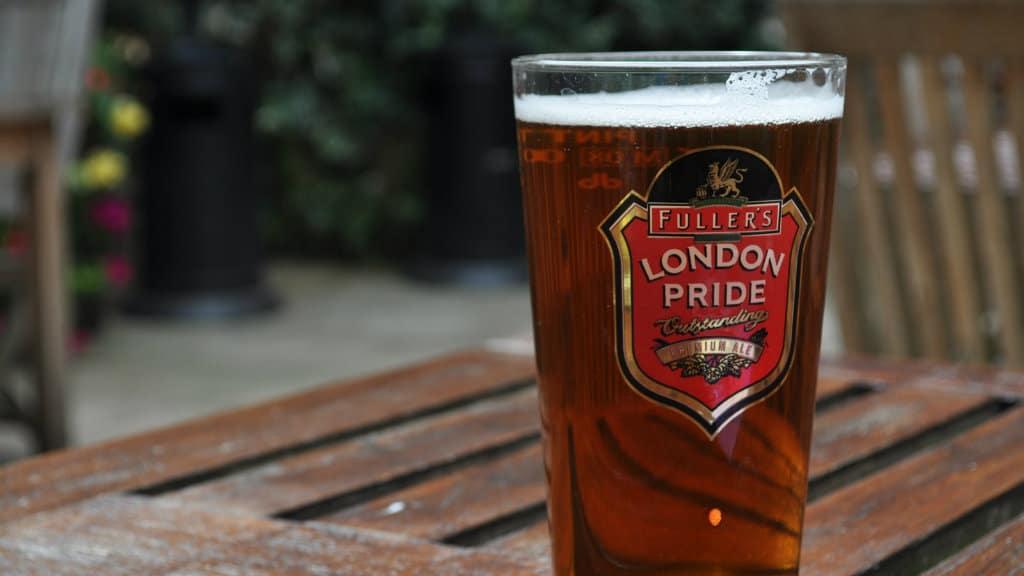 londinenses-cerveza-gratis-llueva