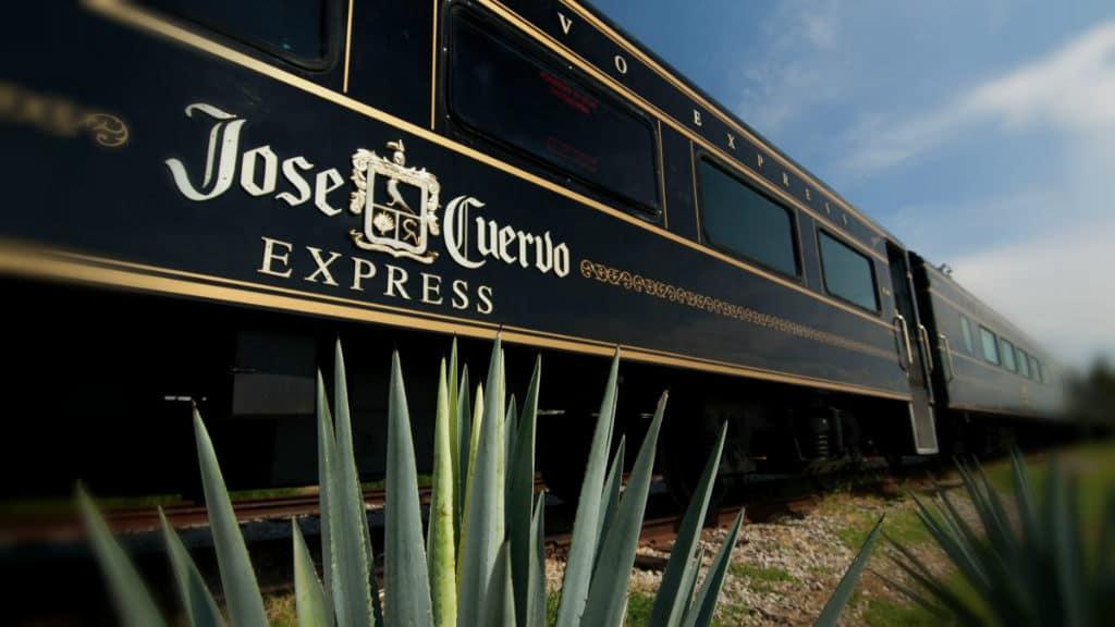 tren jose cuervo express 01