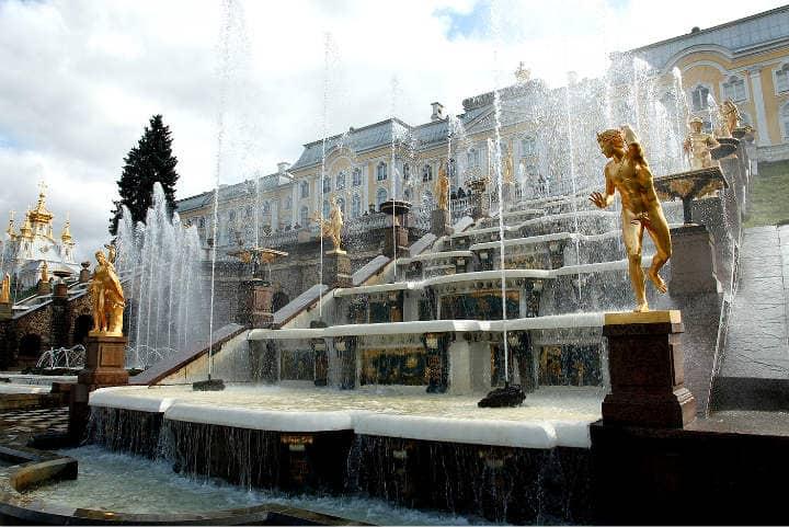 Estatuas de oro. Foto: Archivo