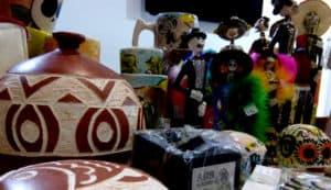 Aguascalientes - diversidad de artesanías talladas y grabadas