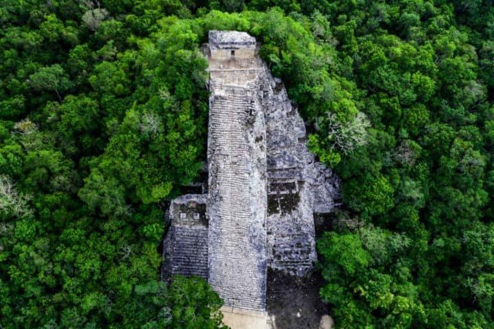 Cobá ciudad maya entre lagos y naturaleza. Foto. Aio México Tours