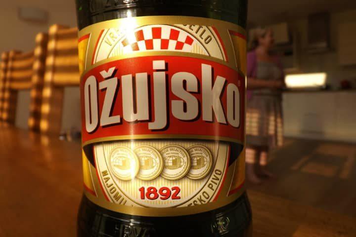 Hungría, cerveza Ozujsko. Foto Archivo.