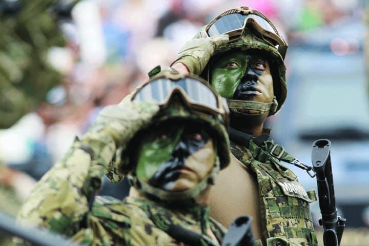 Desfile Militar.Foto.8 Columnas.2