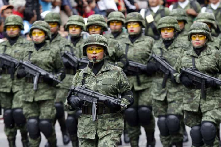 La presencia femenina en el desfile militar cada vez es mayor.Foto.La Silla Rota.3