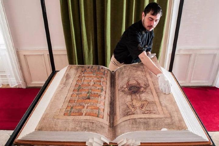 El libro gigante en Suecia. Foto: Archivo.
