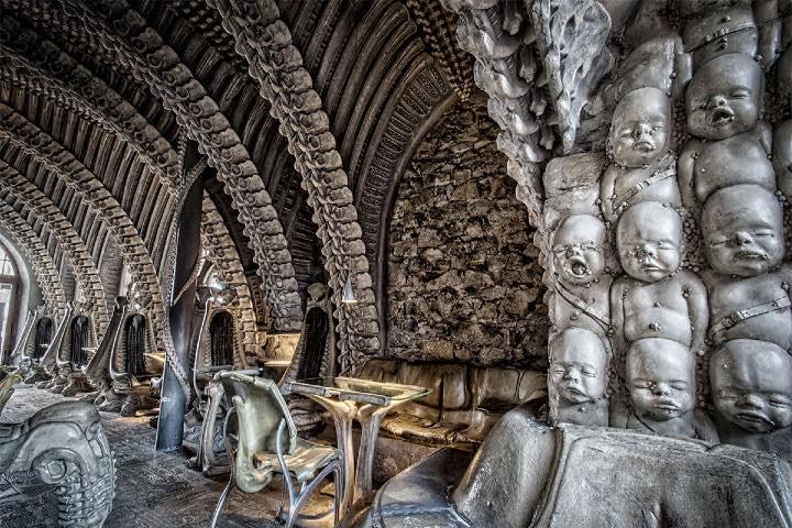 HR Giger Bar. Foto Pinterest