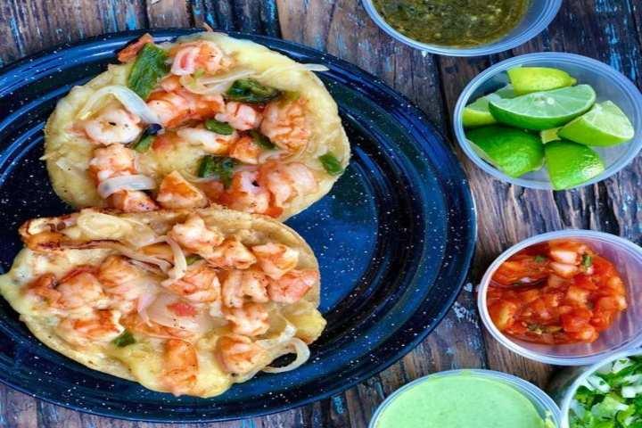 Camarones y otros ingredientes. Foto Esto es Sinaloa