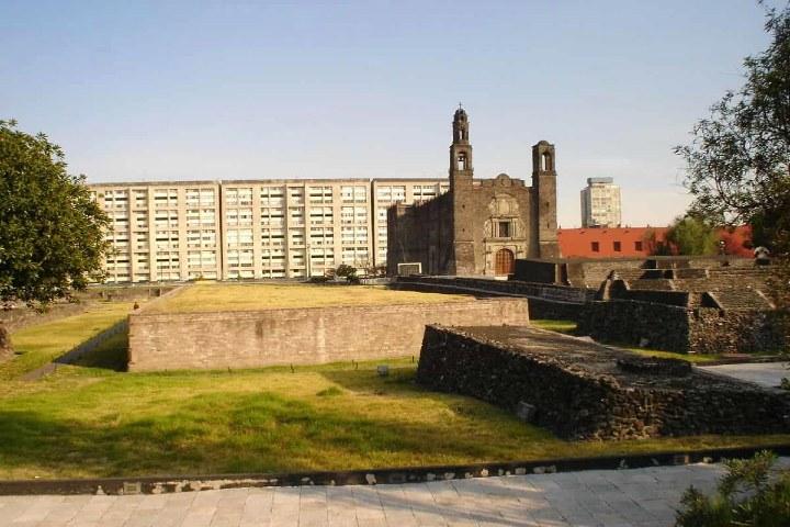 Tlatelolco, Plaza de las 3 Culturas. Foto Wikipedia.