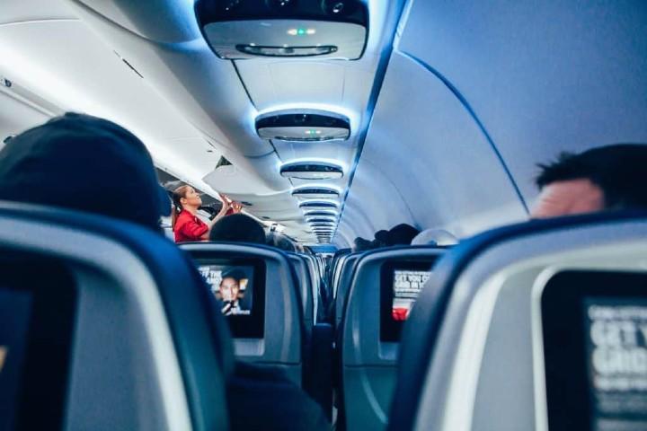 Ver películas en el avión te hace mas sensible. Foto StockSnap.