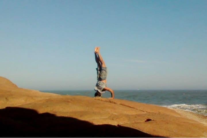 yoga playas foto Hellen Araujo