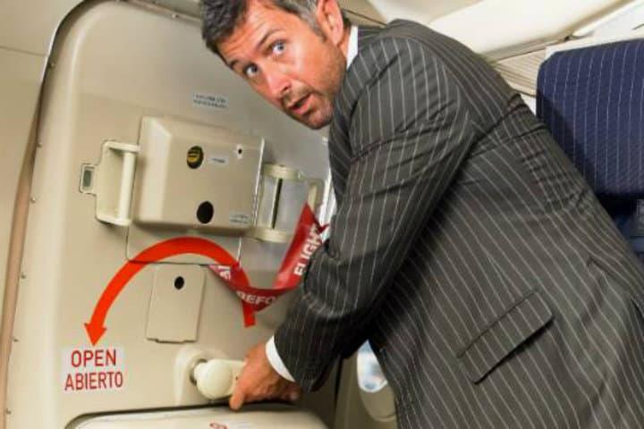 abrir puerta avion (1)