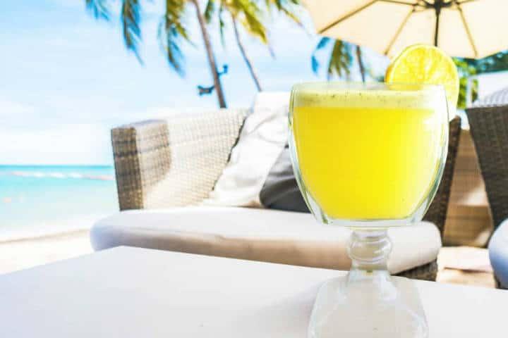 Comer rico y barato en Playa del Carmen Agua de naranja con tomillo Foto 100 natural